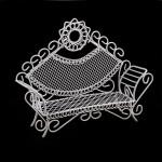 Кровать мини арт. SCB27035 металл 13,5х4х10см с треугольной спинкой белая