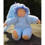 WIT.A49400 Набор для изготовления вальдорфской куклы DE WITTE ENGEL Пупс в голубом h=23см